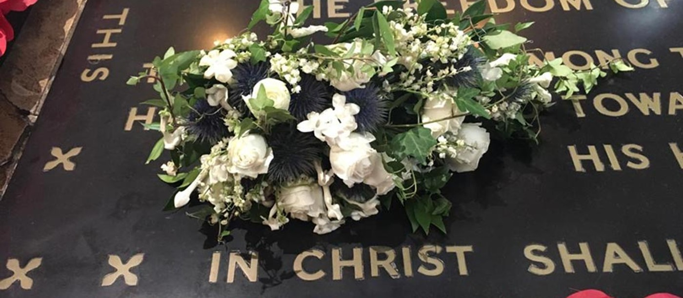 Royal Wedding Bouquet Rests On Warriors Grave Westminster Abbey
