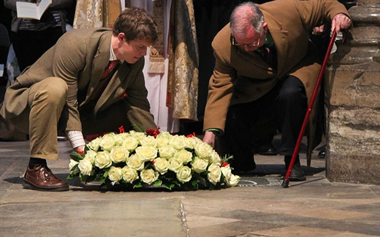 Abbey dedicates memorial to C S Lewis