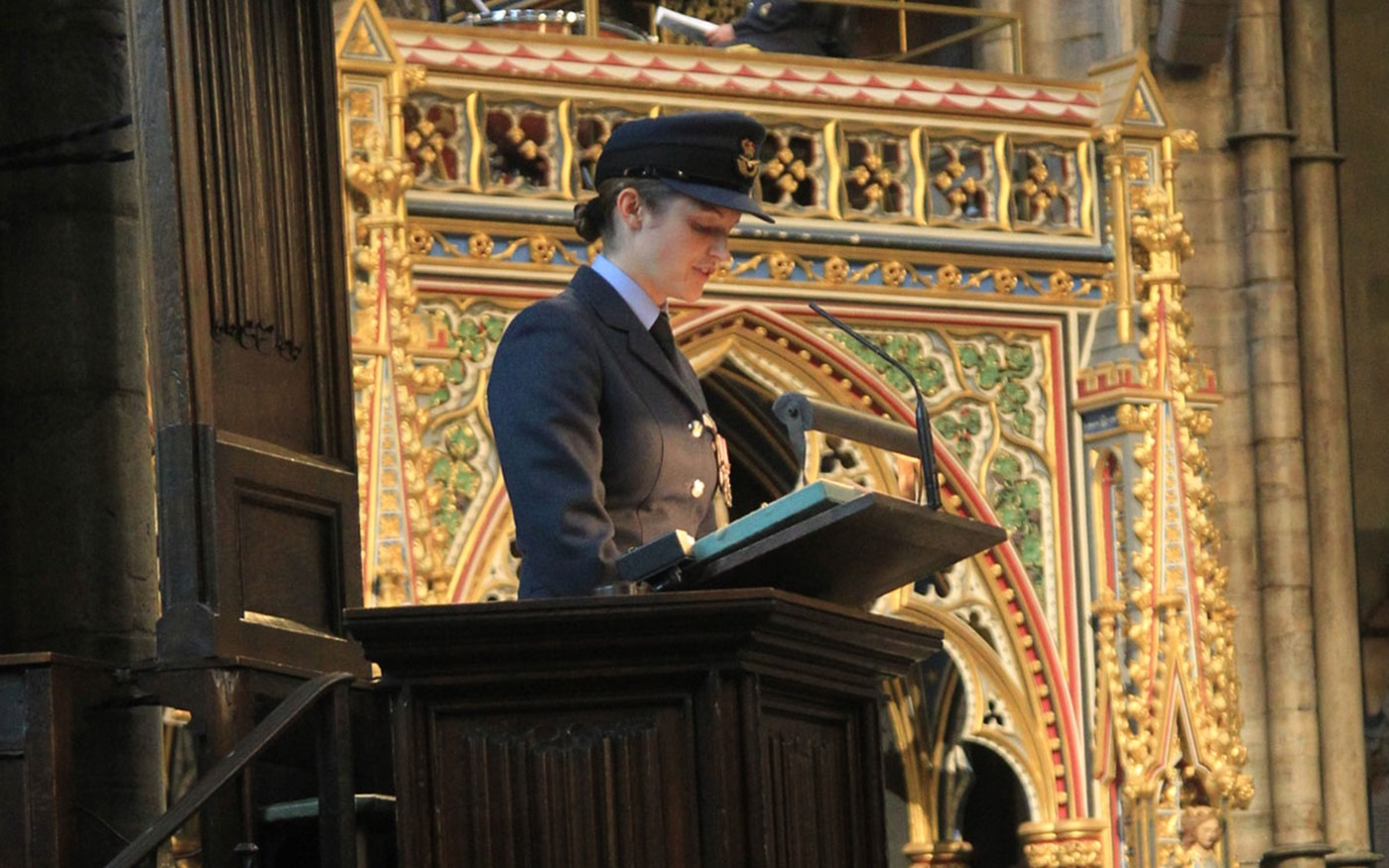 Flight Lieutenant Alexandra Nash reads Isaiah 40: 25-31 from the Nave Pulpit