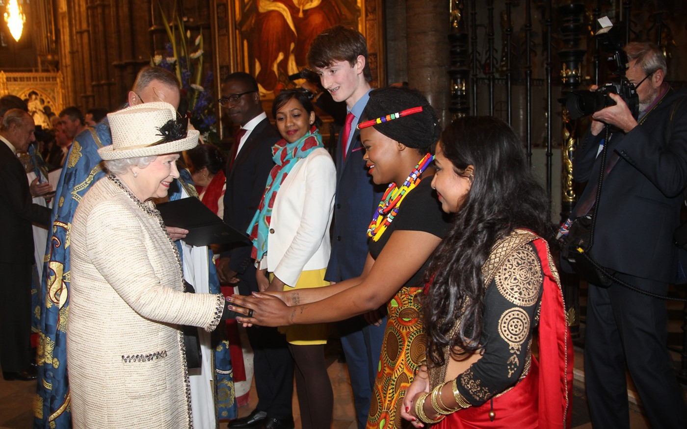Her Majesty The Queens meets a performer