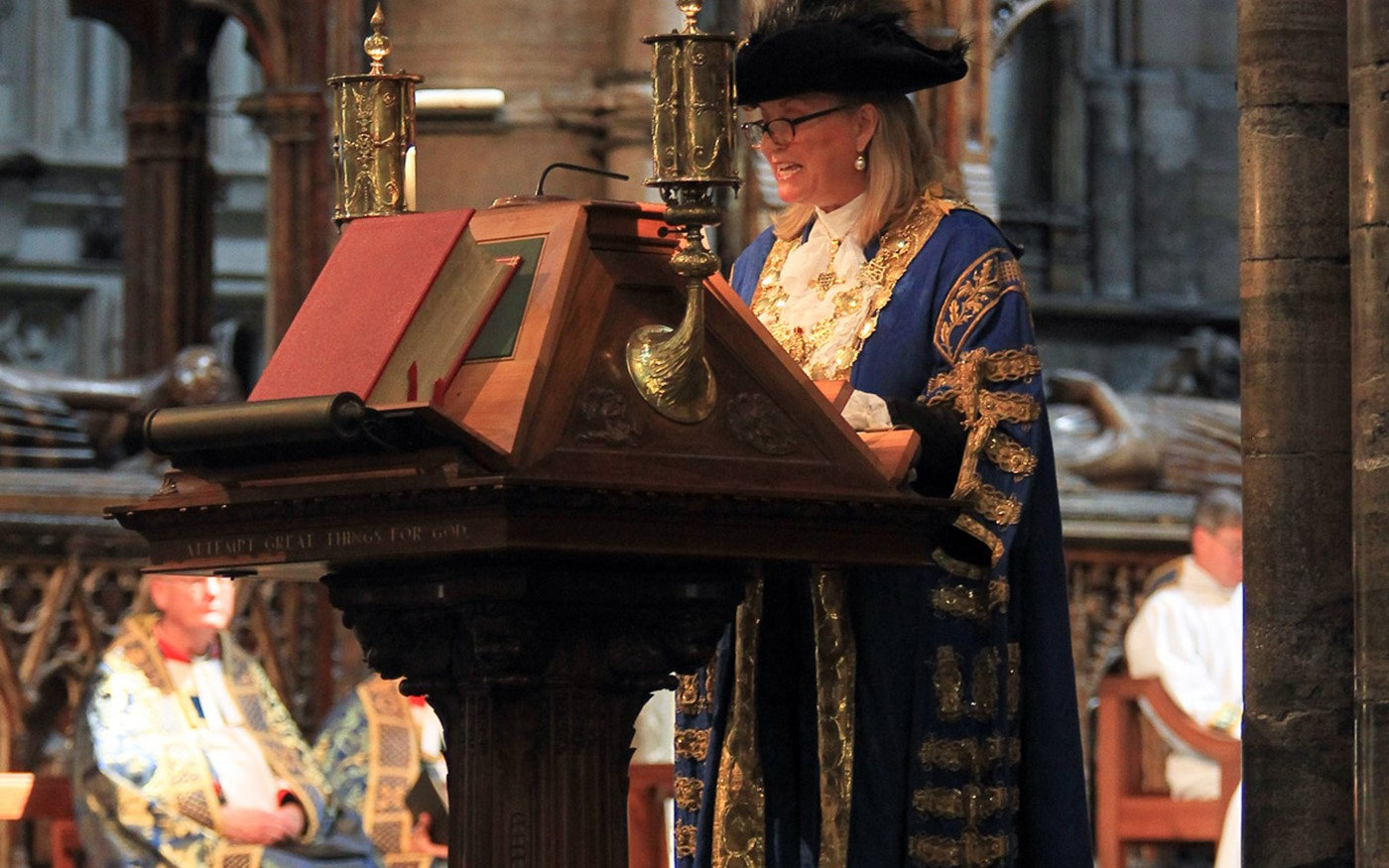 The Lord Mayor reads Acts 27: 33 - end